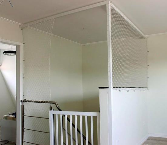 Escada proteja com tela de proteção