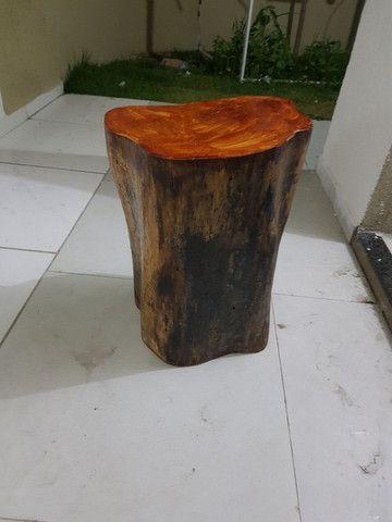 Banco de madeira troco de árvore  - Foto 5