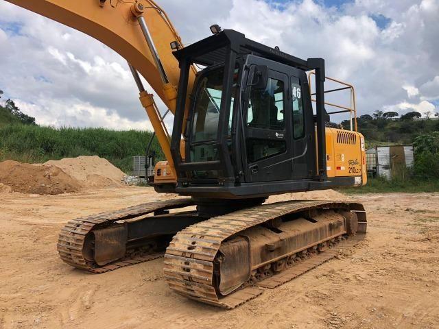 Escavadeira Hyundai 210 - Foto 5