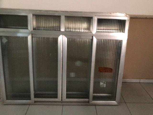 Vendo 5 janelas em alumínio, completas - valor de cada uma - Foto 6