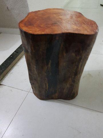 Banco de madeira troco de árvore  - Foto 2