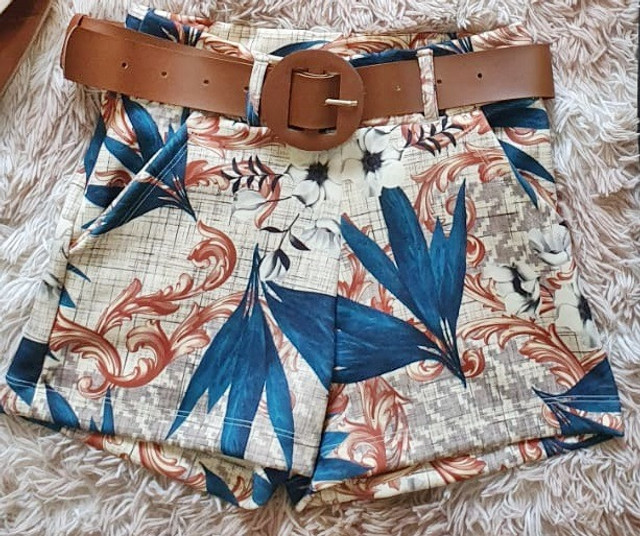 Shorts Tropical com cinto - Foto 4