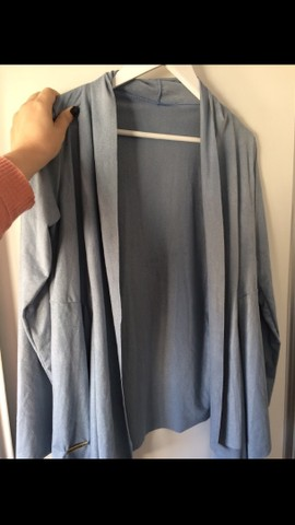 Cardigan azul em suede