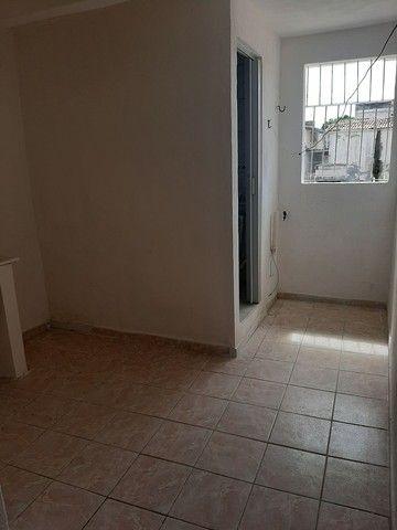 Aluga-se casa de 1 quarto Não paga água e luz  - Foto 3