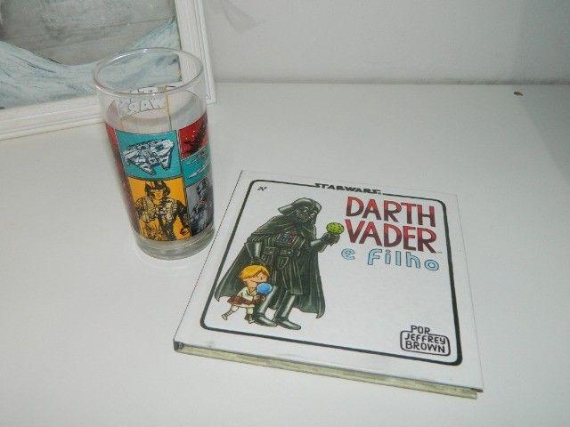 "Livro Ilustrativo ""Darth Vader e Filho"" + Copo Star Wars"