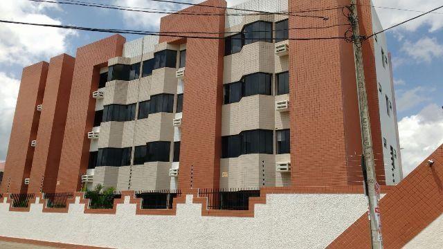 Excelente apartamento no Catolé de 3 quartos em ótima localização - Agende uma visita