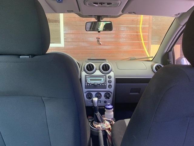 Ford Fiesta 1.6 Sedã em perfeito estado