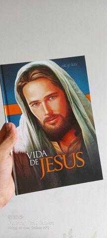 VENDO LIVRO (Vida de Jesus) Capa dura (novo!) Com um livro adicional de brinde