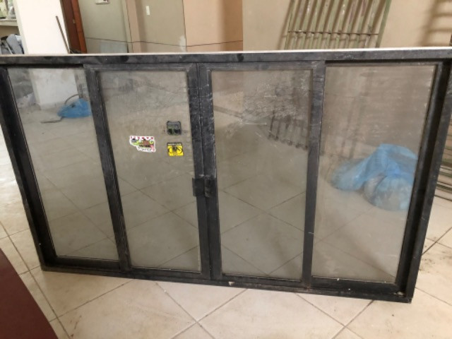 Vendo 5 janelas em alumínio, completas - valor de cada uma - Foto 2