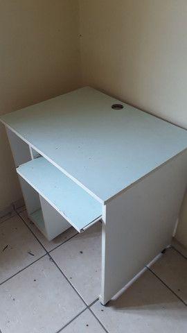 Vendo escrivaninha / mesa de computador usada