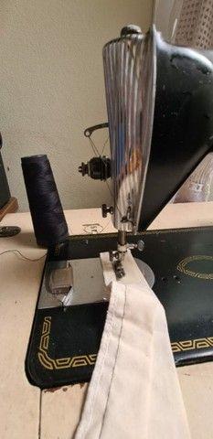 Maquina de costura Singer reta 1954 - Foto 2