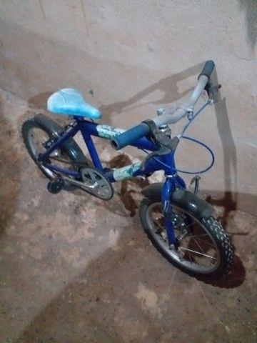 Bicicleta  menino aro 16 - Foto 2