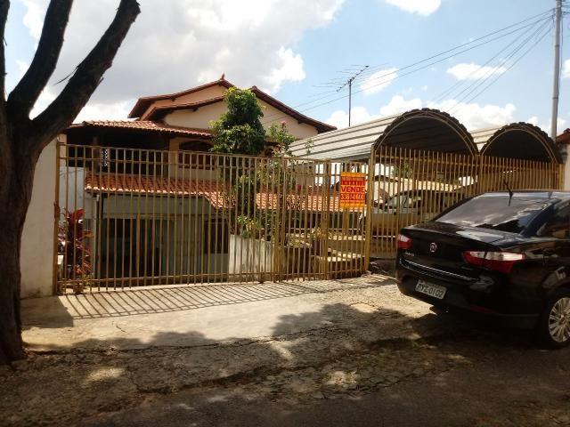 Casa 2 pavimentos + barracões no camargos $550.000,00