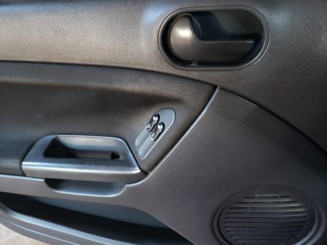 Fiesta Sedan 2011 - 1.0 - 4P - Foto 4