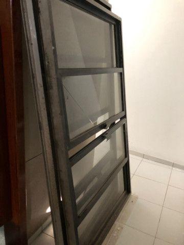 Vendo 5 janelas em alumínio, completas - valor de cada uma - Foto 3