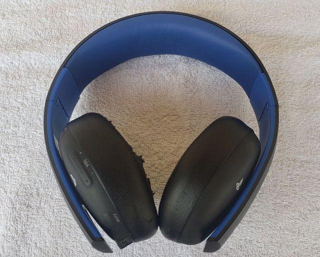 Fone de ouvido PlayStation Gold Wireless Stereo Headset 7.1 para PS4, PS3 e PS Vita.<br> - Foto 2
