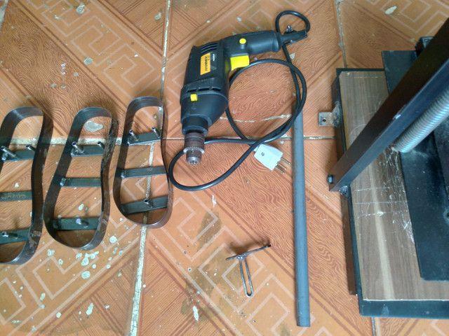 Máquina manual de fazer chinelos com pouco tempo de uso! - Foto 4
