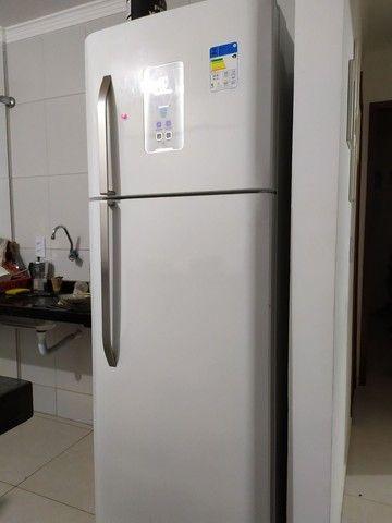 Refrigerador Electrolux Frost Free TF51 2 Portas Branco ? 433 Litros - Foto 4