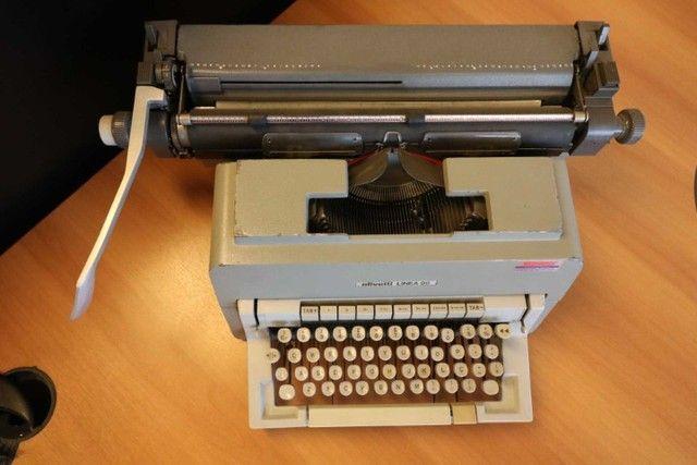 Máquina de Escrever / Olivetti / em Metal Cinza / Bege (Ler Observações) - Foto 4