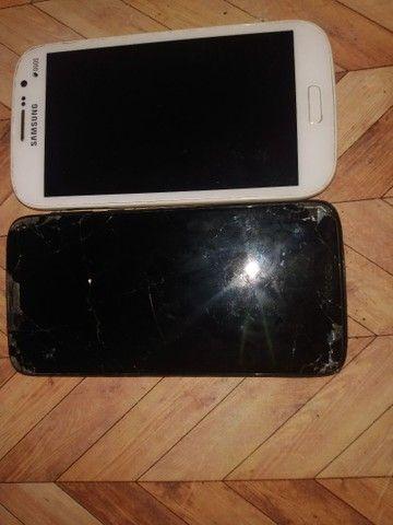 Dois celulares um com o display queimado e o Samsung apenas com problema na bateria  - Foto 2