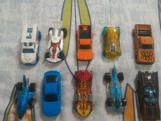 Kit de carrinhos hotwheels, com avião (não vendo separadamente) - Foto 3