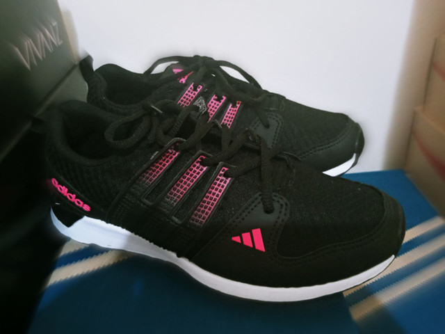 Tenis adidas feminino preto com rosa barato  - Foto 2