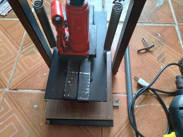 Máquina manual de fazer chinelos com pouco tempo de uso! - Foto 3