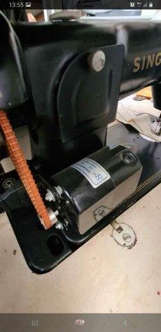 Maquina de costura Singer reta 1954 - Foto 3