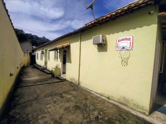 Vende-se excelente casa no Bairro Candelária com bom terreno - Foto 2