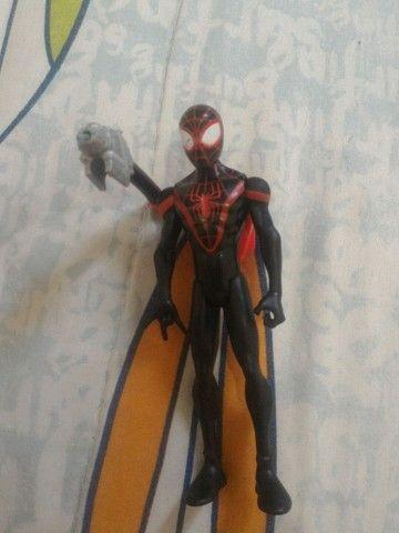 Homem aranha (miles morales) com canhão de teia.