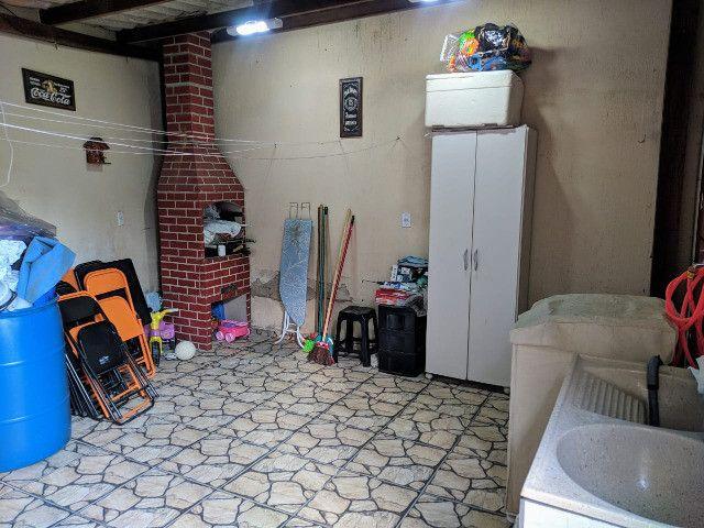 Vende-se excelente casa no Bairro Candelária com bom terreno - Foto 3