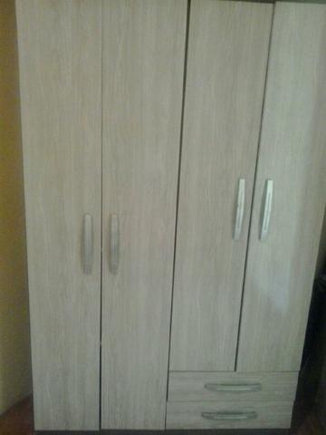 Vendo roupeiro 4 portas