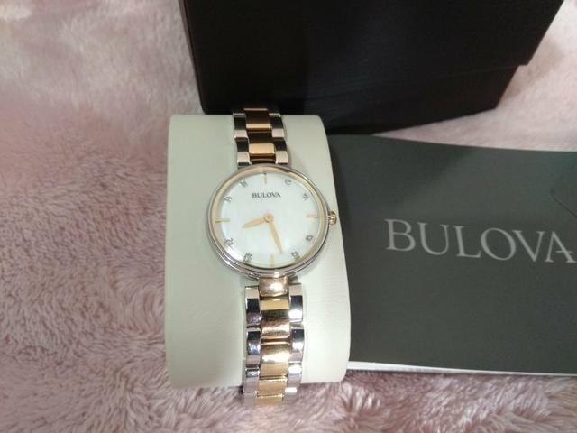 3cd367edfc4 Relógio feminino dourado bulova diamonds c  diamantes reais original 98s146
