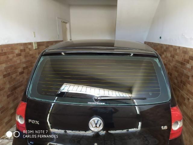 Vendo VW Fox 1.6 2005 4p Flex/GNV com ar/dh/trava - Foto 2