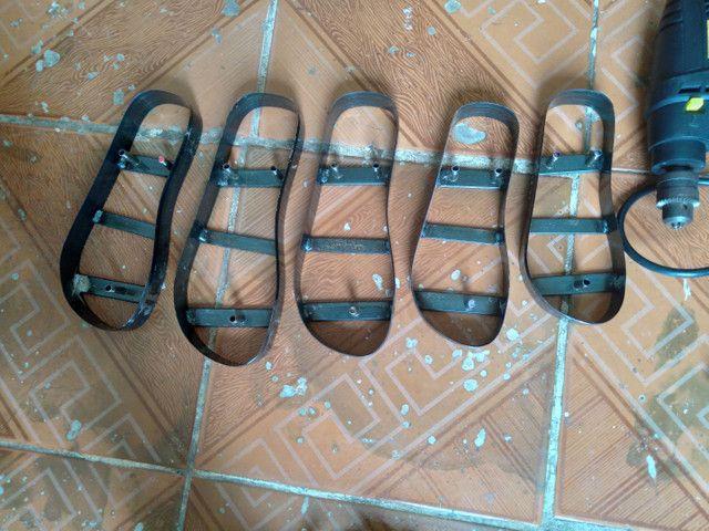 Máquina manual de fazer chinelos com pouco tempo de uso! - Foto 6