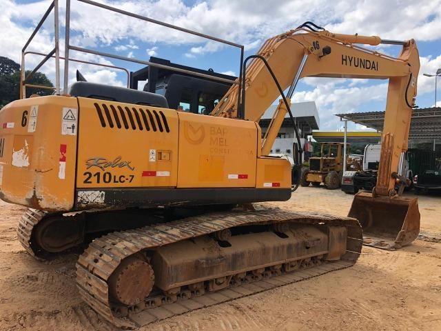 Escavadeira Hyundai 210 - Foto 2