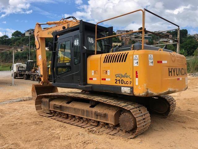 Escavadeira Hyundai 210 - Foto 4