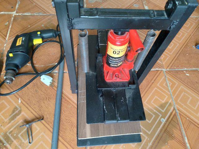 Máquina manual de fazer chinelos com pouco tempo de uso! - Foto 2