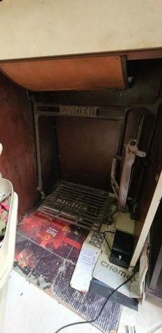 Maquina de costura Singer reta 1954 - Foto 5