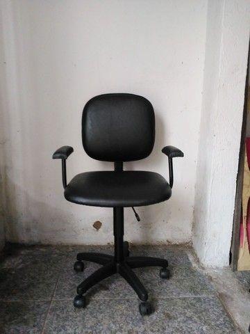 Vendo cadeira de escritorio ciminova - Foto 3