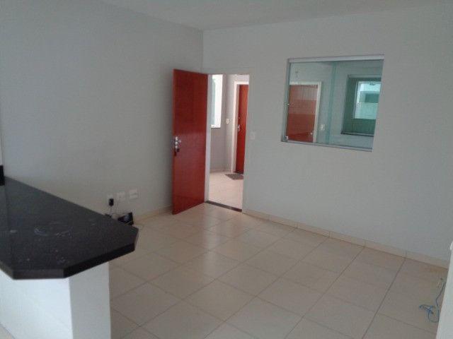 Apartamento com 2 quartos, 60 m², aluguel por R$ 900/mês - Foto 2