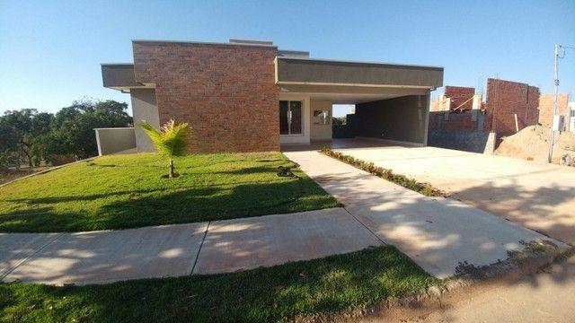Casa com 03 Quartos Condomínio Fechado em Caldas Novas GO