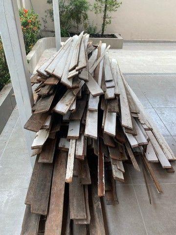 Vendo aproximadamente 100 metros quadrados de forro em madeira em bom estado -Angelim