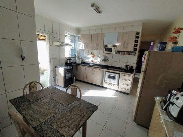 Vende-se excelente casa no Bairro Candelária com bom terreno - Foto 5