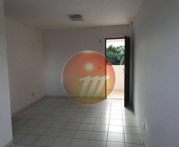 Apartamento no 3º andar com 2/4 sendo 01 suíte e medindo 59 m² no Farol - Ref.: B1545
