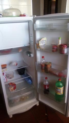 Vendo geladeira cônsul 220 vts