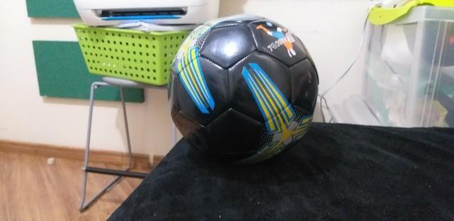 Bola de futbool em lerfeito estado