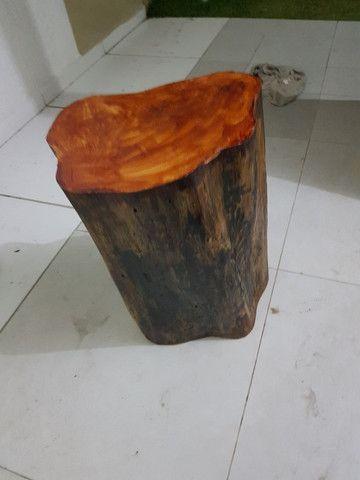 Banco de madeira troco de árvore  - Foto 4