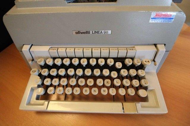 Máquina de Escrever / Olivetti / em Metal Cinza / Bege (Ler Observações) - Foto 3