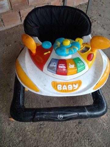 Carrinho de bebê da Galzerano, e uma andadeira  - Foto 4
